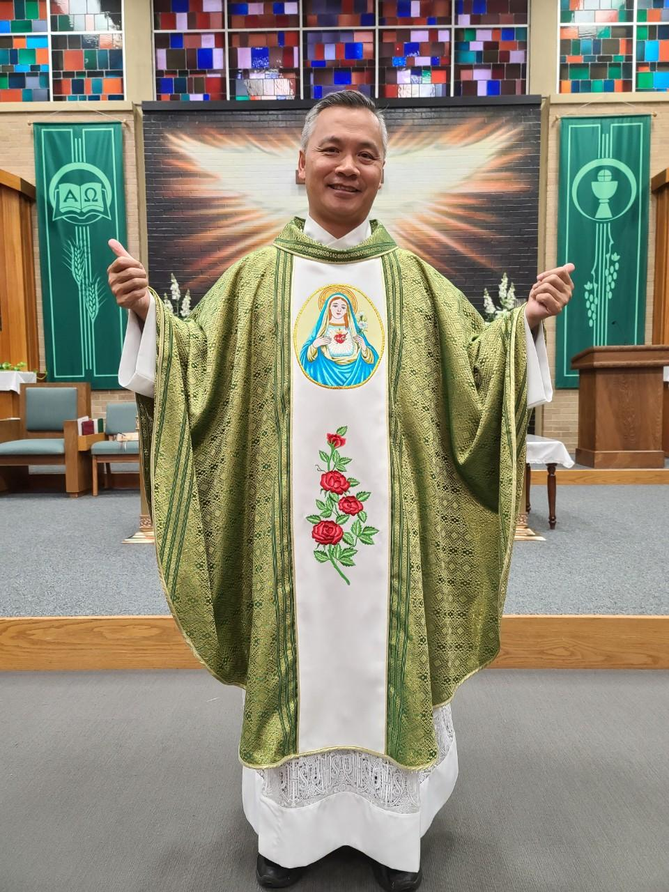 IMMACULATE HEART OF MARY GREEN VESTMENT