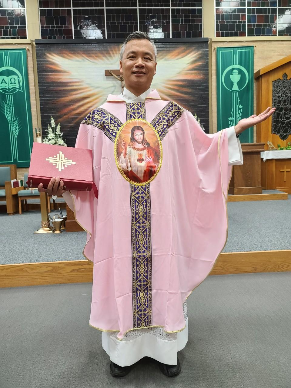 TWO HEARTS PINK VESTMENT 02